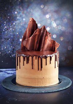 Segítsüti 2018 Sweet and Crazy Baileys torta csokivitorlákkal Simple Cake Designs, Mousse Cake, Baileys, Chocolate Cake, Fondant, Cake Decorating, Food And Drink, Sweet, Christmas