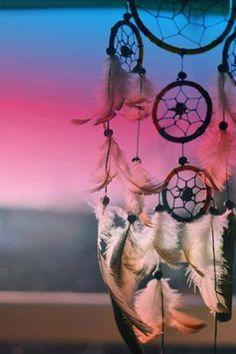 As coisas vão dar certo. Vai ter amor, vai ter fé, vai ter paz. Se não tiver, a gente inventa!