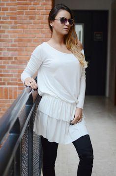 Tunika jednokolorowa o dziewczęcym fasonie, posiadająca dwuwarstwową falbankę. Modny design i niepowtarzalny wygląd, doskonałe do licznych stylizacji na każdą okazję. Bell Sleeves, Bell Sleeve Top, Ruffle Blouse, Long Sleeve, Tops, Women, Fashion, Tunic, Moda