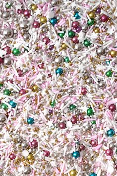 Fancy Sprinkles is your one stop shop for deluxe edible sprinkles, classic jimmies, confetti sprinkles, and metallic gold and silver dragees. Gold Food Coloring, Retro Christmas Tree, Christmas Bark, Christmas Sprinkles, Fancy Sprinkles, Rainbow Sprinkles, Balloon Arrangements, Edible Glitter, Retro Party