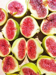 Fresh Figs and Feta With Toasted Walnuts Pasta Fresca Rellena, Mono Meals, Raw Food Recipes, Healthy Recipes, Roasted Figs, Healthy Snacks, Healthy Eating, Clean Eating, Coconut Slice