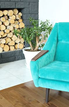 Aqua velvet midcentury modern chair // Tour a modern lake house