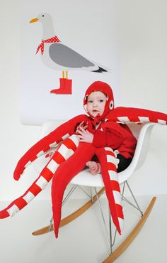 51 DIY Halloween costumes to make for yourself or your kids this year! DIY Halloween costumes are so much more fun than buying one in. Creative Baby Costumes, Diy Costumes, Baby Octopus Costume, Red Octopus, Babe, Halloween Disfraces, Halloween Costumes For Kids, Cool Diy, Mardi Gras
