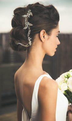 These beauty looks are so chic, modern, and totally wearable for the modern bride to be. You need to see these perfect wedding day makeup looks...
