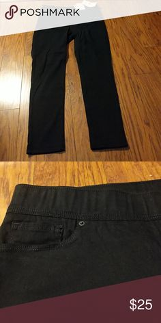 **Weekend Sale** Levis Pants NWT Black pull on skinny fit slimming black Levi's. Never worn! New w/ tags. Amazing Pants! Levi's Pants