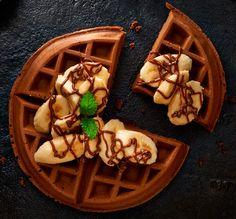 Gofry czekoladowe z kremem orzechowym i bananami. Kuchnia Lidla - Lidl Polska. #lidl #paweł #gofry #czekolada