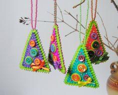 Kerstboom hangertje van vilt, knoopjes en kraaltjes