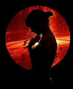 could do umbrella series. use umbrella in lots of ways Umbrella Photography, Shadow Photography, Silhouette Fotografie, Memoirs Of A Geisha, Silhouette Photography, Red Umbrella, Sensual, Belle Photo, Japanese Art