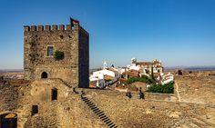 Monsaraz+tal+vez+sea+el+pueblo+más+bonito+del+Alentejo Portugal, Algarve, Villas, Monsaraz, Road Trip, Ciel, Monument Valley, Beautiful Places, Nature