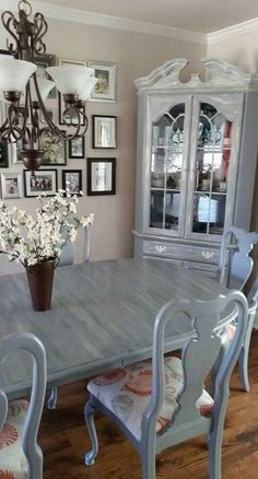 kitchen Super Kitchen Table Redo Chalk Paint Furniture Ideas Ideas The Right Type Dining Room Remodel, Dining Table Makeover, Farm House Living Room, Kitchen Table Redo, Painted Kitchen Tables, Cottage Dining Rooms, Furniture Makeover, Dining Room Furniture, Dining Room Table Makeover
