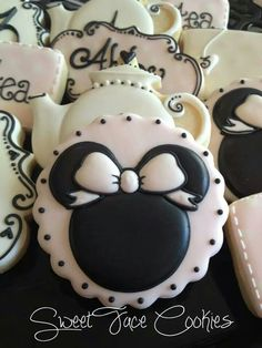 Minnie Mouse Cookies~ By Sweet Face Cookies, pink, mouse ears, round, teapot… Cookies For Kids, Fancy Cookies, Iced Cookies, Cute Cookies, Royal Icing Cookies, Cookies Et Biscuits, Yummy Cookies, Cupcake Cookies, Sugar Cookies