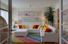 Yellow house on the beach: autumn color...i really love everything in this room, especially the carpet