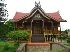 Rumah adat panggung = jambi Style At Home, House Information, Vernacular Architecture, Wooden Bird, Classic House, Traditional House, Home Fashion, Gazebo, Beautiful Places