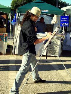 Pintores e artesãos argentinos por toda ilha.