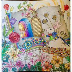 Instagram media l.y.n.x - Mr. White Rabbit ⏱ #วันเดอร์แลนด์ดินแดนแห่งความฝันและจินตนาการ #AmilysColorfulWonderland #AmilyShen #coloringbook #colleencoloredpencils