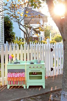 play kitchen......LOVE!!!