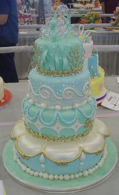 "Gorgeous under the sea cake. Could be a ""under the sea"" themed wedding cake as well. by caroline"
