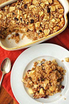 Baked oatmeal - eat yourself skinny baked oats, baked apples, baked apple. Baked Apple Dessert, Apple Cinnamon Oatmeal, Apple Dessert Recipes, Oatmeal Cake, Oatmeal Crisp, Healthy Oatmeal Recipes, Healthy Baking, Baked Oats, Baked Apples