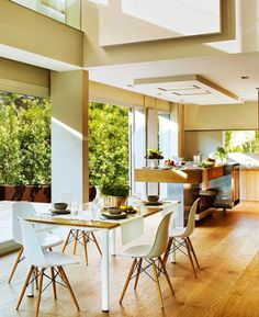 Open and Warm: A Kitchen with Oak Soul