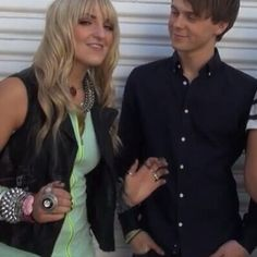 THE WAY HE LOOKS AT HER!!!!!! #rydellington