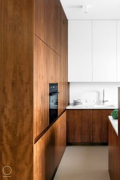 White and warm wood for kitchen design// #kitchen