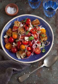 Panzanella Caprese Salad by drizzleanddrip #Salad #Caprese #Panzanella