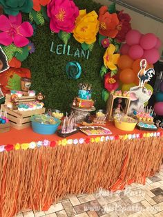This table setup is perfect for a Moana party! Hawaiian Birthday, Luau Birthday, 4th Birthday Parties, Birthday Party Decorations, Birthday Ideas, Hawaiian Parties, Hawaiian Luau, Moana Party Decorations, Hawaiian Theme