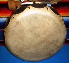 Tambours - Hochets chamaniques - HOZHO Visions - Comptoir des Amériques Instruments, Native American Crafts, Musical Instruments, Tools