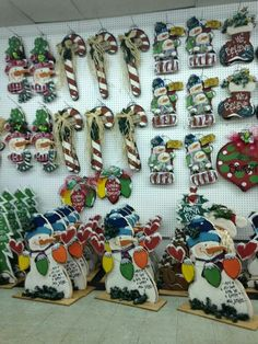 Pin by Paula Dew Johnson on Wreaths for Christmas Christmas Booth, Christmas Craft Show, Christmas Wood Crafts, Snowman Crafts, Primitive Christmas, Christmas Signs, Holiday Crafts, Christmas Snowman, Winter Christmas
