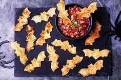 Tortilla bats with tomato salsa A recipe for tortilla bats made using tortilla wraps smoked paprika and olive oil. Serve this Halloween appetiser with homemade tomato salsa The post Tortilla bats with tomato salsa appeared first on Halloween Food. Buffet Halloween, Bolo Halloween, Creepy Halloween Food, Hallowen Food, Spooky Food, Halloween Baking, Halloween Food For Party, Halloween Birthday, Easy Halloween