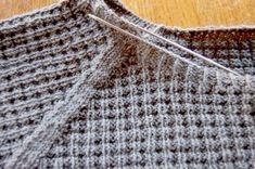 Anleitung: Attraktiven Pullover stricken – in einem Stück Poncho Crochet, Crochet Baby, Easy Crochet, Baby Knitting Patterns, Free Knitting, Crochet Patterns, How To Start Knitting, Knitting For Beginners, Dou Dou