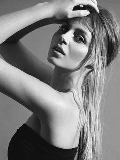Xandrie O managed by Fanjam Model Management, portfolio image.