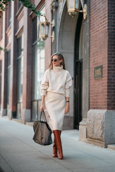 Pregnancy and Infant Loss how to deal - See (Anna) Jane. Source by invierno Fast Fashion, Fashion 2020, Womens Fashion, Style Fashion, Skirt Outfits, Chic Outfits, Fashion Outfits, Fall Winter Outfits, Autumn Winter Fashion