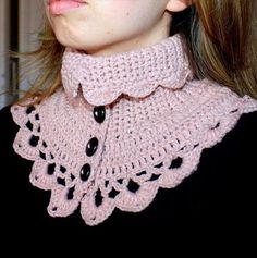 Free Crochet Neck Warmer Pattern – Crochet and Knitting Patterns Crochet Capelet Pattern, Col Crochet, Crochet Shawl, Crochet Stitches, Free Crochet, Crochet Scarves, Crochet Clothes, Knitting Patterns, Crochet Patterns