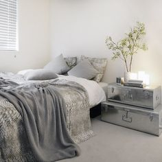tuuliさんの、Bedroom,観葉植物,収納,トランク,シンプル,白黒,モノトーン,トランクケース,白黒グレー,グレー好き,白黒収納,モノトーン収納についての部屋写真