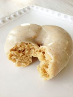 Diet Plans To Weight Loss: Skinny donuts? You better believe it! This vanilla bean donut recipe tastes jus Healthy Baking, Healthy Desserts, Just Desserts, Delicious Desserts, Dessert Recipes, Yummy Food, Healthy Junk Food, Healthy Donuts, Vegan Junk Food