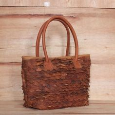 Tote Sisik  Rp 450.000 Bahan kulit sapi nabati Pm for detail  Order Whatsapp : 628 123 345 7766 Bbm : 5B26C10F Line : kenesleather  #kenesleather #leatherbag #leathergoods #vintagebag #slingbag#genuineleather #taskulit #jogjacraft #handmade #handmadebag #leathercraft #taskulitasli #indonesia #kenes #yogyakarta #jogja #leatherhandmade #taskulitjogja#taskulitjogja #postmanbag #massangerbag #vintage #kenesleatherbag by kenesleatherbag #tailrs