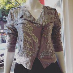 Fancy Jacken in Kalk #readyforfall #kalkhatstyle #humanasecondhand