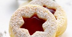 Himbeer-Spitzbuben ist ein Rezept mit frischen Zutaten aus der Kategorie Plätzc… Raspberry rascals is a recipe with fresh ingredients from the category cookies. Try this and other recipes from EAT SMARTER! Christmas Sweets, Christmas Baking, Christmas Cookies, Baking Recipes, Cookie Recipes, Biscuits, Jam Cookies, Sandwich Cookies, Sweet Cakes