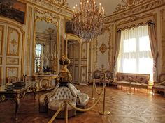 Chateau de Chantilly Picardy : The Good Life France
