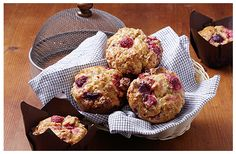 White chocolate, caramel and raspberry muffins | Huletts Sugar