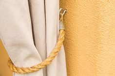 Here are two easy tutorials: outdoor curtains made from a drop cloth and hung on an industrial pipe rod, and nautical-themed tie backs made from rope. Drop Cloth Curtains Outdoor, Outdoor Curtain Rods, Outdoor Drapes, Porch Curtains, Outdoor Pergola, Linen Curtains, Pergola Ideas, Curtain Tie Backs Diy, Curtain Ties