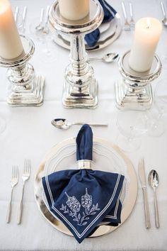 Hanukkah Dinner - Fashionable Hostess - Pauline Jox Home Diy Hanukkah, Feliz Hanukkah, Hanukkah Decorations, Hanukkah Menorah, Hannukah, Happy Hanukkah, Hanukkah 2019, Hanukkah Traditions, Jewish Celebrations