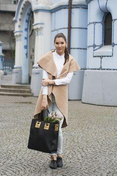 #beigevest #outfit #beigevestoutfit #ootd #casualoutfit #look #springoutfit #springfashion #denim #whiteshirt  #longvest #fashionista #fashionblogger #slovakblogger