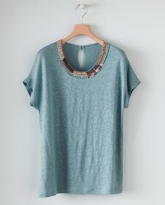 Love the embroidered collar on this shirt. Such a modern way to embellish a top. Hand Crafts, Casual Street Style, Needle And Thread, Wool Yarn, Signature Style, Runway Fashion, Machine Embroidery, Sewing Projects, Personal Style