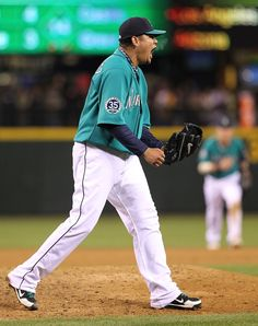 All Hail. King Felix dominates the Rangers (8 IP, 1 ER, 7 K) in a 6-1 #Mariners win. 5/21/12