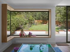 Minchenden Crescent House by Andrew Mulroy Architects House Extension Plans, House Extension Design, Extension Ideas, Open Plan Kitchen Living Room, Open Plan Living, Corner Window Seats, Corner Windows, Bungalow Renovation, House Renovations
