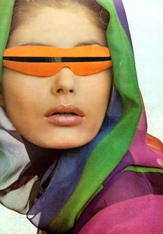 Slit sungoggles - chiffon-hooded coat by Oscar de la Renta