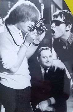 Brian taking Eric Burdon's pic. Brian Jones Rolling Stones, Los Rolling Stones, Rock & Pop, Rock N Roll, Brian Lewis, Eric Burdon, Rollin Stones, Swinging London, Thing 1