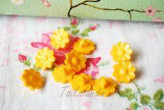 Yellow Flower Buttons, Flower Shank Button, 15mm Buttons, Bright Yellow Buttons, Flower Shaped Buttons, Plastic Flower Buttons, Craft Button